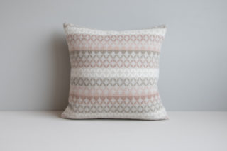 Maske cushion with asymmetrical pattern in the colour Sand
