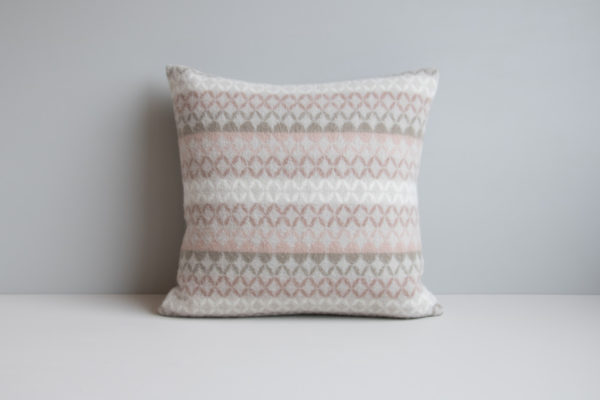 Maske cushion with symmetrical pattern in the colour Sand